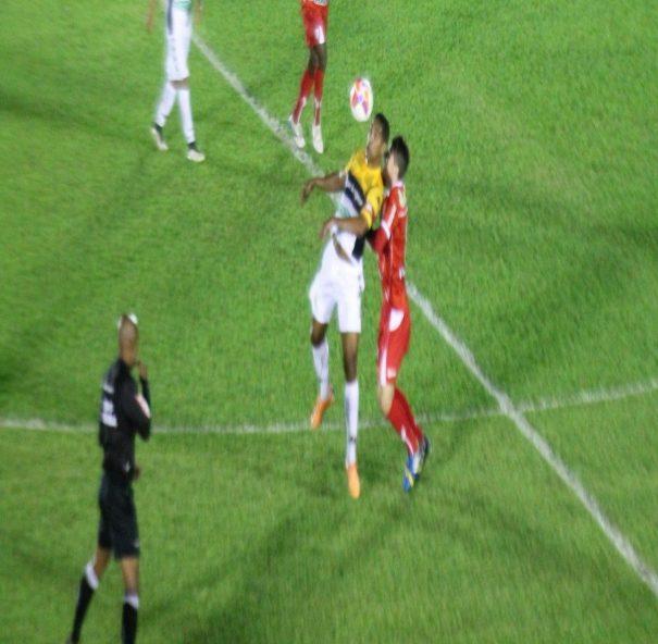 Mogi Mirim não conseguiu desempenhar um bom futebol e amargou a derrota. (Foto: Diego Ortiz)