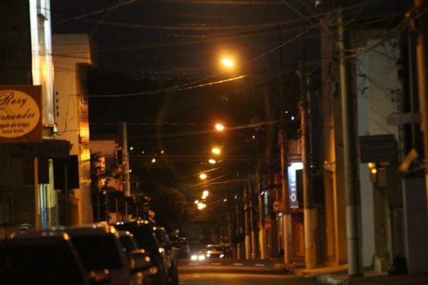 Prefeitura constatou uma rede de iluminação com inúmeros problemas e, por isso, resolveu ingressar com Ação Declaratória (Foto: Arquivo)