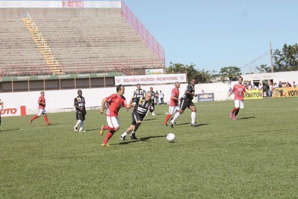 Em jogo dividido em quatro tempos, Mogi Mirim, de Leto, derrotou o Corinthians por 2 a 1. (Foto: Diego Ortiz)