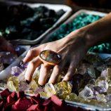 Encontre o equilíbrio e harmonia por meio de pedras preciosas