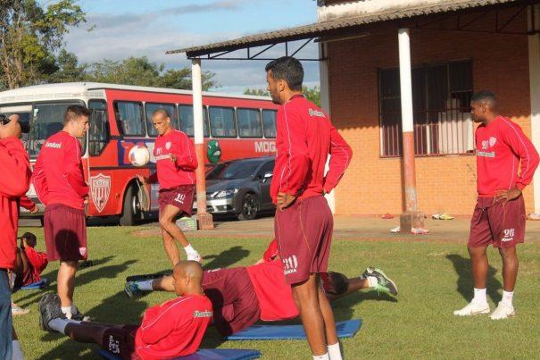 Rivaldo marcou gol em treinamento e fica no banco de reservas contra o CRB. (Foto: Diego Ortiz)