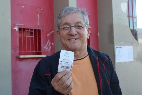 Lúcio não pagou: ingresso da Unimed, patrocinadora do Mogi. (Foto: Diego Ortiz)