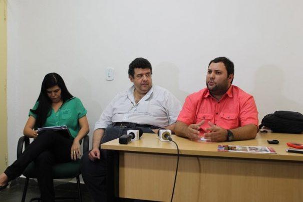 Na coletiva que denunciou o suposto esquema: Elisanita, Paulo Menna Barreto e Jorge dos Santos (Foto: Arquivo)