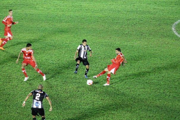 Mogi Mirim e ABC ficaram no empate na noite de sábado, no Romildão. (Foto: Diego Ortiz)