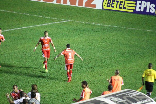 Rivaldinho comemora gol  originado de cobrança de escanteio de Edson Ratinho. (Foto: Diego Ortiz)