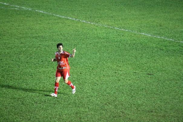 Ortigoza comemora o gol de abertura do placar do Mogi Mirim contra o Bahia. (Foto: Diego Ortiz)