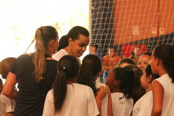 Crianças participaram de atividades e se encantaram com Fofão. (Foto: Diego Ortiz)