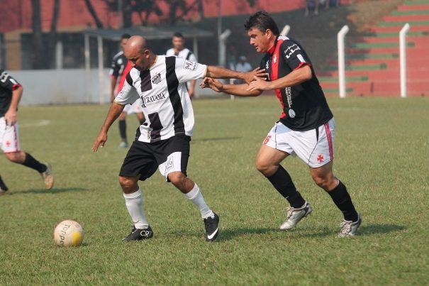 Índio (com a bola) fez o gol da Santa Cruz no tempo normal da final disputada no Tucurão. (Foto: Diego Ortiz)