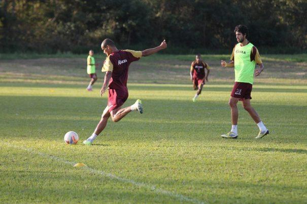 Preparado para voltar ao time titular, Rivaldo deve ser a grande atração do Mogi em jogo contra time da zona de rebaixamento. (Foto: Diego Ortiz)