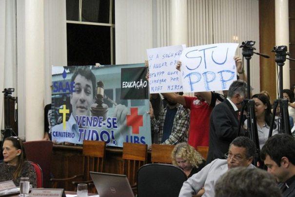 Convocado, prefeito Luis Gustavo Stupp já foi alvo de uma série de protestos no Legislativo (Foto: Arquivo)