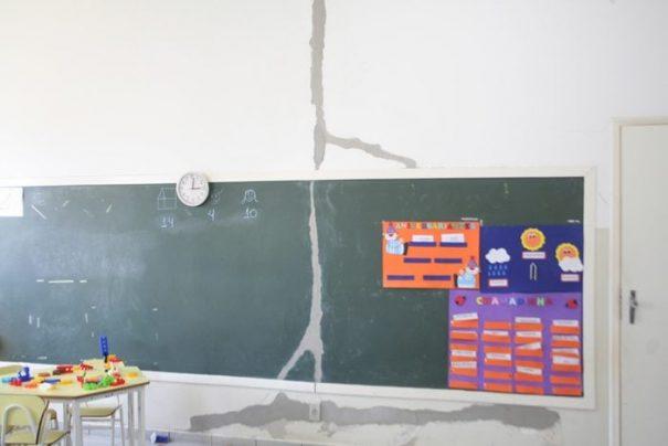 Trincas nas paredes foram reparadas por uma equipe de manutenção da Secretaria de Obras (Foto: Ana Paula Meneghetti)