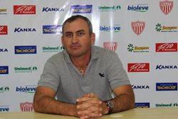 Técnico do sub-20, Geraldo Meira vai comandar a equipe de forma interina contra o Paraná. (Foto: Assessoria MMEC)
