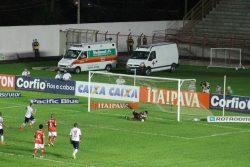 Em cobrança de pênalti, Rafael Costa marca o gol da vitória do Paraná. (Foto: Diego Ortiz)