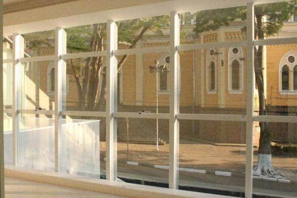 Novo prédio está localizado ao lado da Igreja Matriz de São José (Foto: Ana Paula Meneghetti)