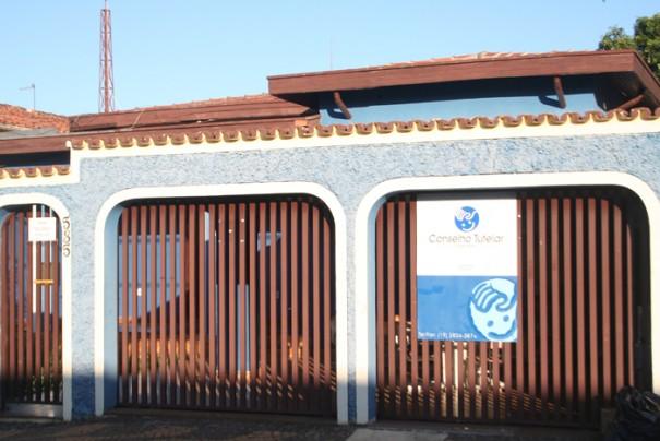 Conselheiros denunciaram o problema à Promotoria; veículo era utilizado para visitas domiciliares (Foto: Ana Paula Meneghetti)