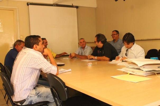 Ex-delegado condenado, Antonio Piccino (de blusa preta, ao centro) é representante da Mazza e participou de concorrência (Foto: Ana Paula Meneghetti)