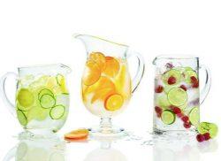 Água aromatizada com pedaços de frutas (Foto: Divulgação)