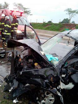 Tragédia na SP-147 ocorreu no início da noite de domingo, durante temporal