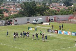 No jogo-treino de sábado, diante do Santo André, zaga foi formada por Paulão e Gabriel Dias. (Foto: Diego Ortiz)
