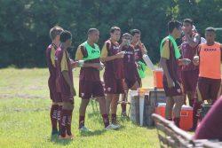 Jogadores treinam no Centro de Treinamento, em Mogi Guaçu. (Foto: Diego Ortiz)