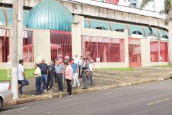 Grupo de Victor Simões foi impedido de entrar no clube para promover eleições, na segunda. (Foto: Diego Ortiz)