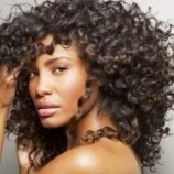 Veja cuidados especiais para preservar cabelos cacheados no calor
