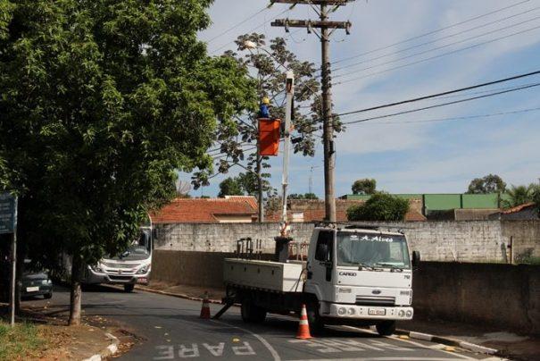 Segundo Prefeitura, setor recebe, em média, 15 pedidos por dia referentes à iluminação pública (Foto: Arquivo)