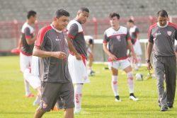 Técnico Flávio Araújo faz sua estreia pelo Mogi em jogo contra o Oeste. (Foto: Diego Ortiz)