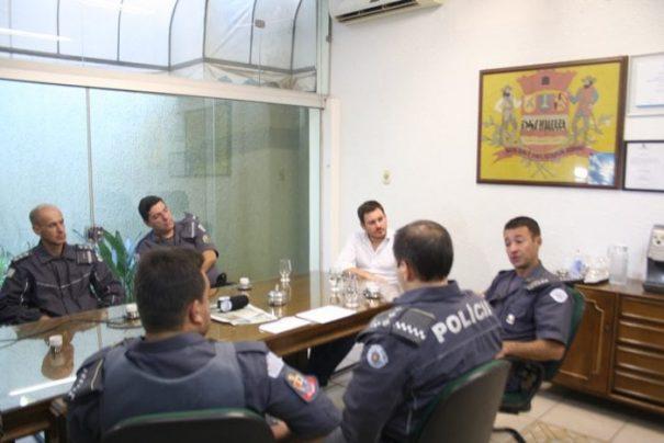 Reunião, na quinta-feira, contou com a presença do prefeito e representantes do 26° Batalhão (Foto: Ana Paula Meneghetti)
