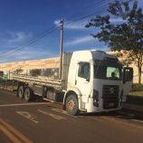 Policiais da Força Tática prendem homem e recuperam caminhão