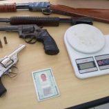 Polícia Civil apreende armas e drogas em oficina da zona Leste
