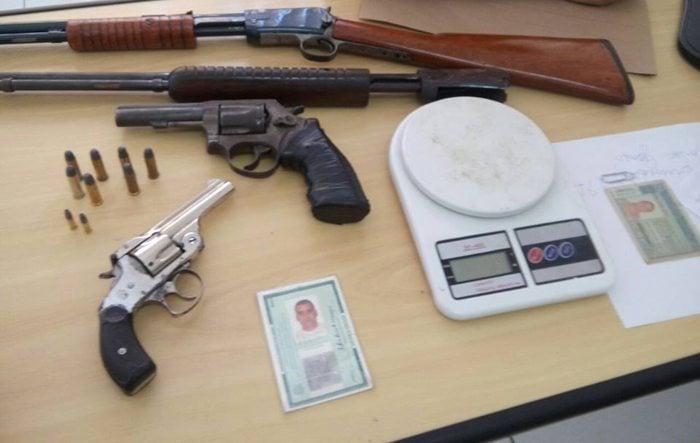 Pol cia civil apreende armas e drogas em oficina da zona for Oficina armas