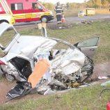 """Veículo """"voa"""" na SP-340, invade pista, bate em carreta e dois morrem"""