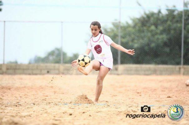 Vitória Oliveira atraiu a admiração em torneio pela ousadia em encarar nomes experientes. (Foto: Rogério Capela)