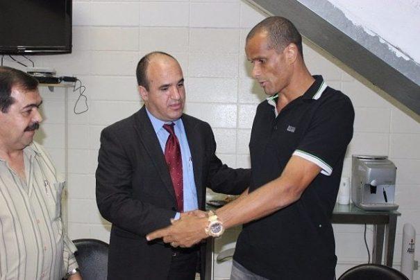 Na passagem de gestão, Victor Simões assumiu a dívida que o Mogi Mirim tinha com Rivaldo. (Foto: Arquivo)