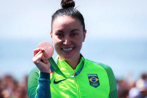Poliana Okimoto celebra a medalha de bronze conquistada nas Olimpíadas. (Foto: Danilo Borges / Brasil 2016/Divulgação)