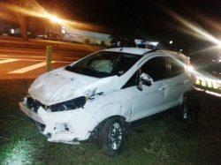 Veículo EcoSport, que atropelou advogado, acabou capotando (Foto: Divulgação)