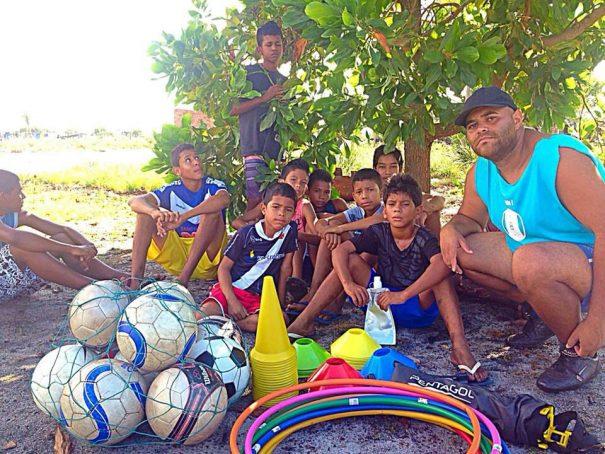 Missionário Adílio Cândido treinou índios de Santa Cruz Cabrália, na Bahia. (Foto: Divulgação)