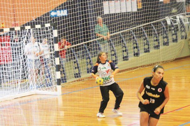 Milena em ação pelo Clube Mogiano, onde foi revelada, na temporada de 2014. (Foto: Diego Ortiz)