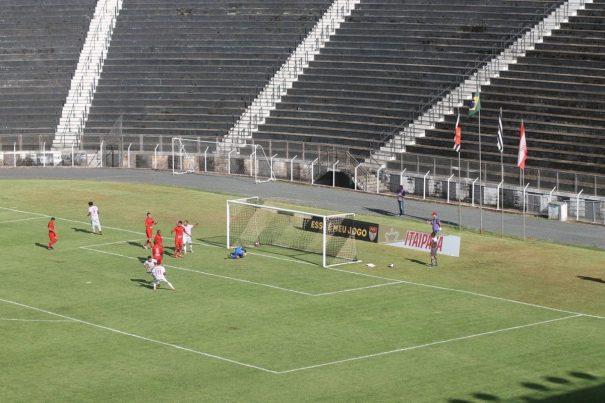 No primeiro confronto com mando do Mogi Mirim, time foi derrotado pelo Velo Clube no Estádio Major Levy Sobrinho, em Limeira. (Foto: Arquivo)