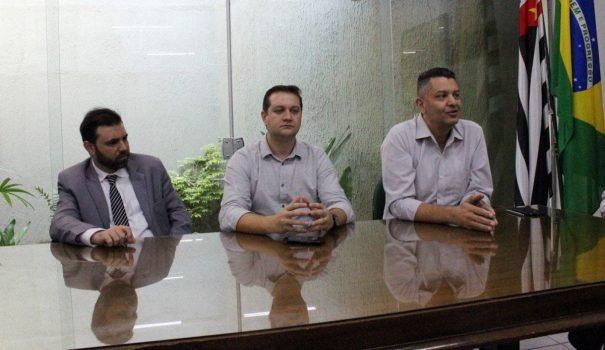 Entrevista foi acompanhada pelos secretários de Negócios Jurídicos, Governo e de Finanças (Foto: Ana Paula Meneghetti)