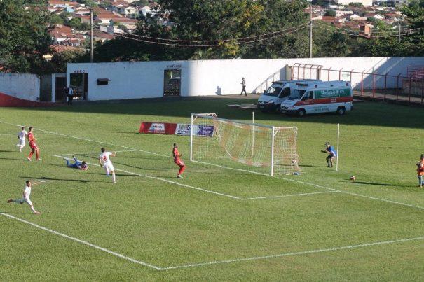 Em contra-ataque, Edinho marcou o segundo gol do Mogi Mirim contra o Batatais. (Foto: Diego Ortiz)