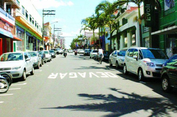 Uma das principais vias do Centro só será acessada a pé; ação atende pedido dos comerciantes (Foto: Fernando Surur)