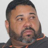Carlos Júnior e a morena do polêmico atacante Carlinhos Bala