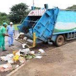 No mesmo dia, bairros da cidade ficam sem coleta de lixo e abastecimento de água