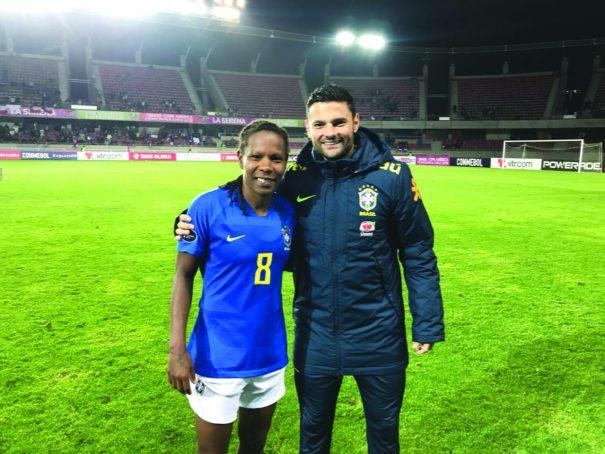 dfbbfbddbf Seleção feminina é campeã da Copa América e Fabinho Guerreiro ergue ...