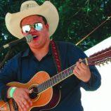 Com a corda toda: músico e morador de Mogi Mirim, ele é Pedro Violeiro