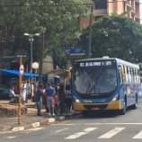 Ônibus circulam só nos horários de pico e coleta de lixo volta para 15 bairros