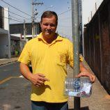 Comerciante transforma garrafas pet em lixeiras e espalha por ruas do Centro
