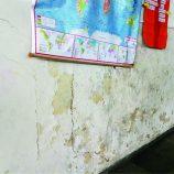 Sinhazinha sofre com vazamentos de água e alunos tem rotina afetada